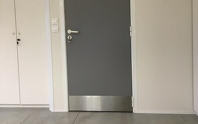 plaque de propreté bas de porte